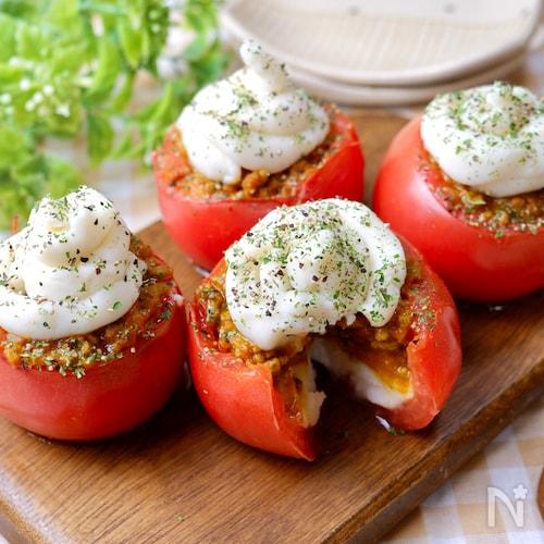 『カレーミンチとマッシュポテトのトマトカップ』