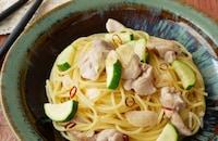 『フライパンひとつで』鶏とズッキーニの和風ぺペロンチーノ