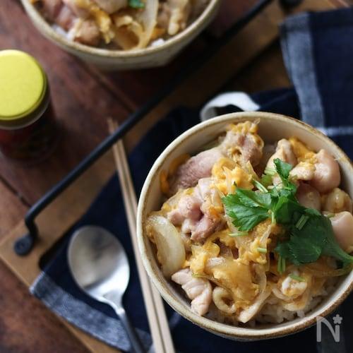 レシピ 親子 めんつゆ 丼 めんつゆで、簡単にプロの味!基本の親子丼の作り方