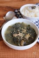 韓ドラ好きに♪白だしで韓国風わかめスープ