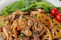 【ご飯が進む王道甘辛】豚こま肉とれんこんのパパっと照り炒め