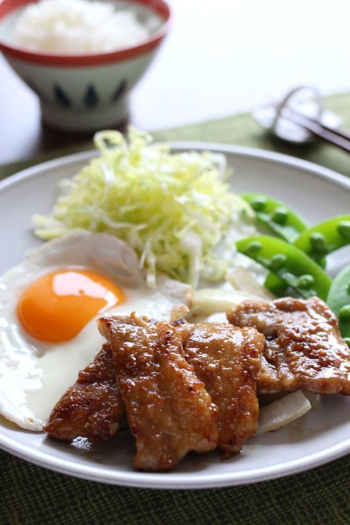 定番・豚肉の生姜焼き・春野菜添え