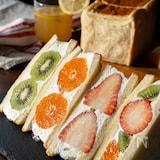 パンが違う!いちごたっぷりフルーツサンド