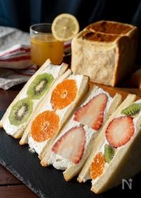 『パンが違う!いちごたっぷりフルーツサンド』