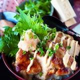 【ガッツリ男子大満足】鶏むね肉と明太子の照りマヨ甘辛どんぶり