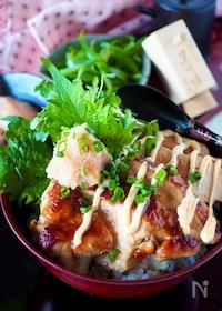 『【ガッツリ男子大満足】鶏むね肉と明太子の照りマヨ甘辛どんぶり』