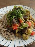 夏野菜とひき肉の具沢山蕎麦♪