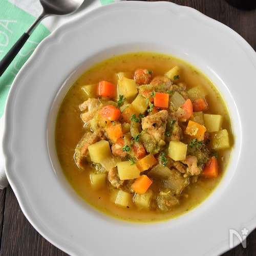 セロリとキャベツのスパイシースープ
