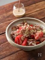 トマトとみょうがのごまドレ豚しゃぶサラダ。