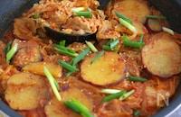 ワンパン調理でスタミナ韓国料理!鶏のキムチチム風