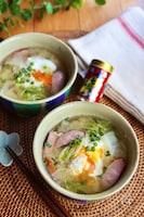 落とし卵と新玉ねぎ白菜ウインナーのみそ汁