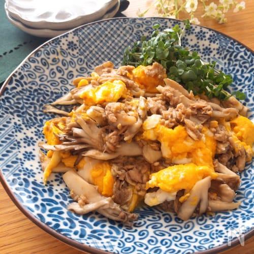 お手軽にできて旨味たっぷり♡舞茸とツナとふわふわ卵の中華炒め
