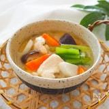つるんとやわらか♪鶏胸肉と野菜の治部煮風味噌汁