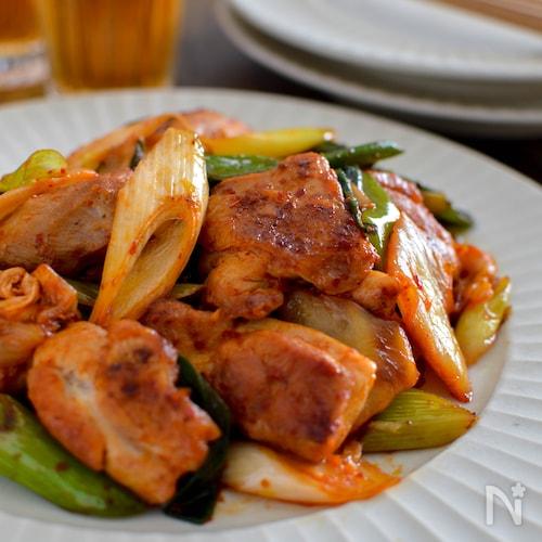 鶏肉とねぎのキムチ炒め。ご飯が進む中華おかず♪