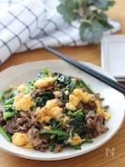 ご飯にめっちゃ合う♡牛肉とほうれん草と炒り卵の甘辛ごま炒め