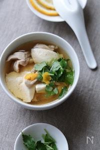 鶏と崩し豆腐の柚子風味スープ。
