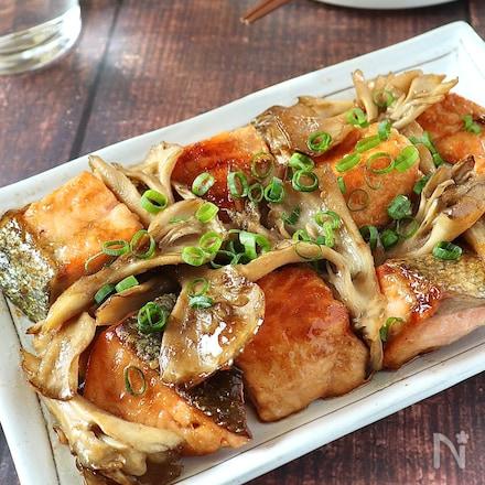 秋香る♡鮭ときのこのにんにくバター醤油炒め