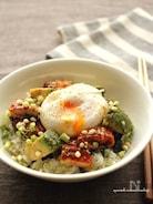 鰻とアボカドの半熟卵のせ丼