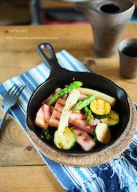『LODGEスキレットで!厚切りベーコンとお好み野菜のレモン炒』