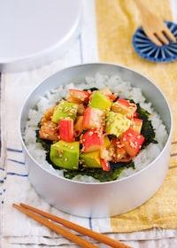 『サラダスティックとアボカドのポキ丼風』