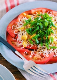 『震えるほどの美味しさ♡『トマトのじゃこネギ中華サラダ』』