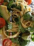 春菊とアボカドのパスタサラダ