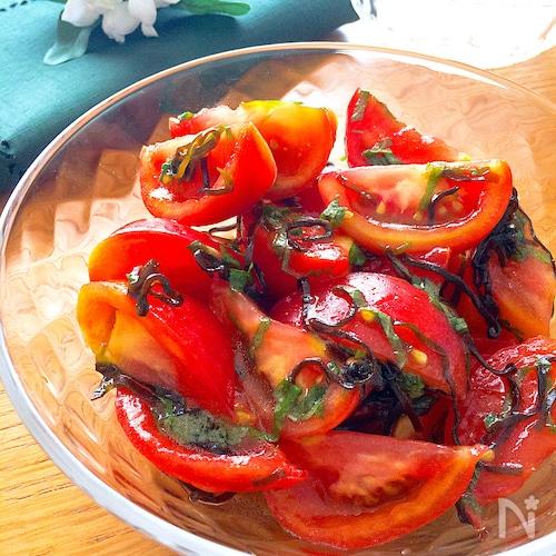さっぱりして夏にぴったり♡甘さが際立つトマトサラダ