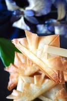 折り紙みたいな【かぶとの春巻き】材料は簡単チーズだけ!