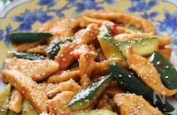 ヘルシー食材でコクもあり大満足♡鶏むね肉と胡瓜の韓国風炒め