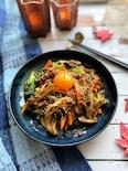 ごま油香る舞茸と野菜たっぷりビビンバ風炒め