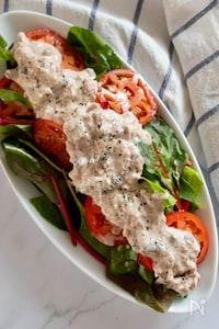 トマトのサラダ、ヘルシーでコク旨ツナヨーグルトソース