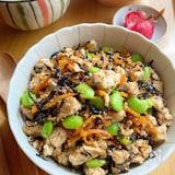 栄養満点!とりそぼろとひじきの炒り豆腐