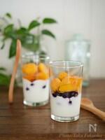 冷凍フルーツとヨーグルトのパフェ