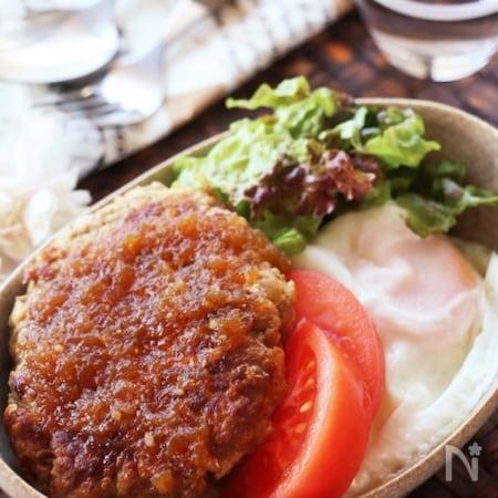 ソース ロコモコ 丼 セブン、モッツァレラソースのロコモコ丼食べた!