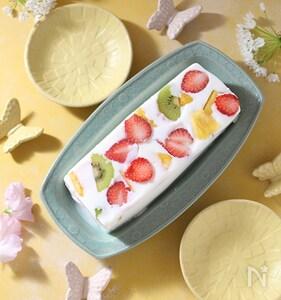 牛乳パックでフルーツ入り牛乳寒天