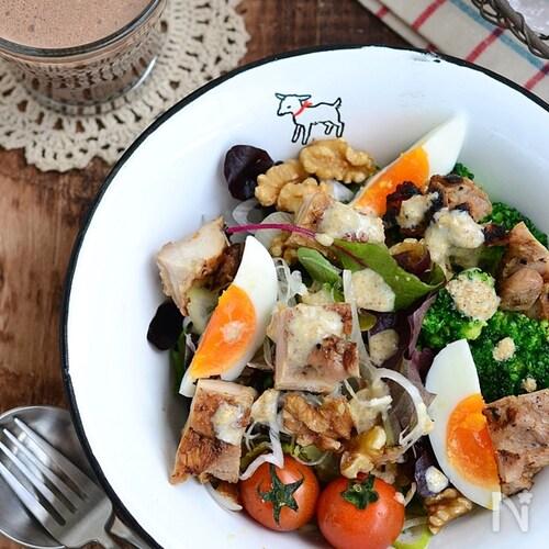 ブロッコリーと卵のサラダチキンボウル