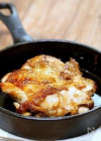 『ガツンと焼いてガツンと食べよう「スキレットで照り焼きチキン」』