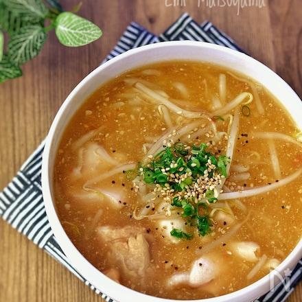 鶏肉ともやしのピリ辛スタミナ味噌スープ