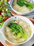 5分で!豚バラ白菜とツルんと餃子の皮でワンタン風スープ