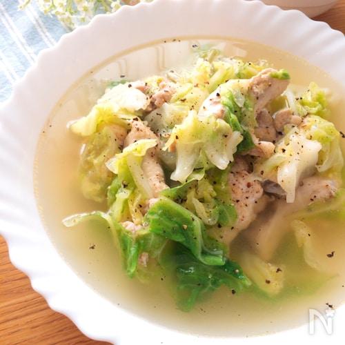 具材鍋にいれて10分煮るだけ♡手羽元と春キャベツのスープ煮