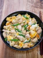 鶏肉ゴロゴロの親子丼
