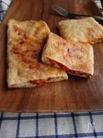 サバ缶とトマトの油揚げパイ