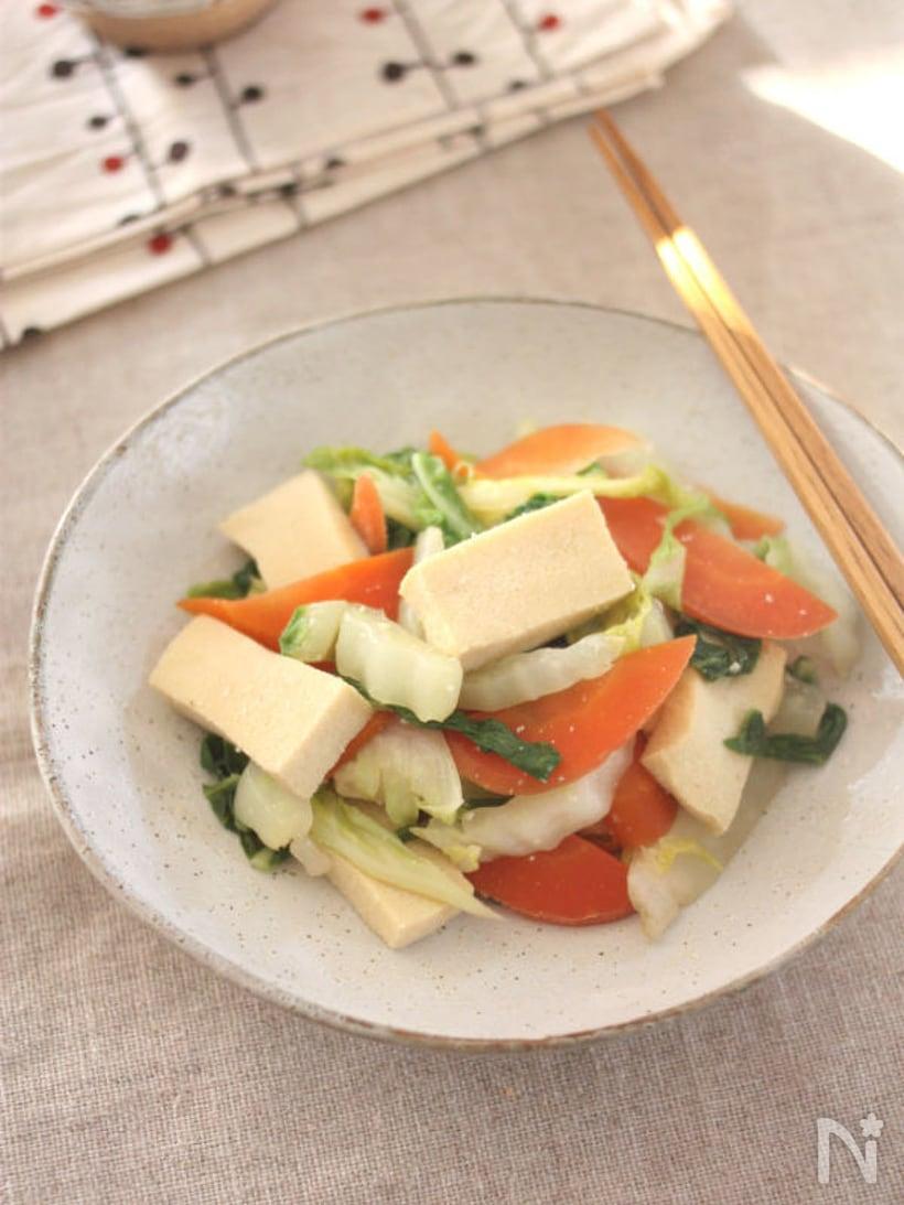 白菜とにんじんと高野豆腐の塩麹ヘルシー炒め