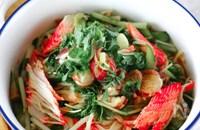 火は使わずに♪【水菜とカニカマの無限サラダ】薬味たっぷり♪
