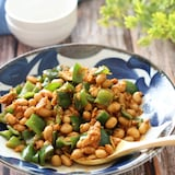 スプーンでモリモリ♡お豆とピーマンのツナケチャカレー炒め