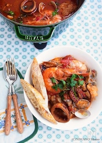 『イタリア料理 *リヴォルノ風魚介のトマト煮込み カッチュッコ』