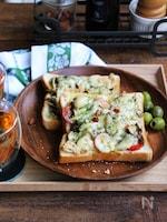 きのこと鮭缶の大葉チーズトースト