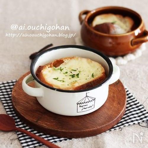 飴色玉ねぎを作る時短ワザ♡熱々が嬉しいオニオングラタンスープ