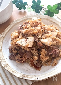 『焼き肉のタレと牛こまでお手軽に♡牛肉ガーリック炒飯』