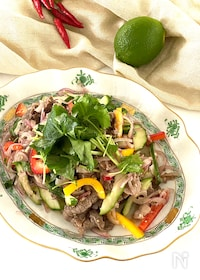 『お野菜たっぷり牛肉のエスニックサラダ』